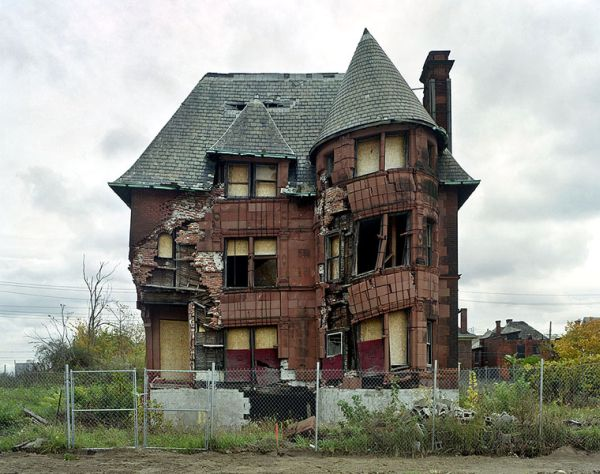 Marchand-Meffre-abandoned-house